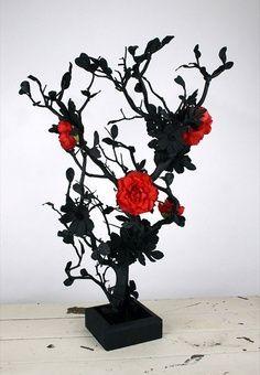 centerpiece idea. use purple roses instead of red.