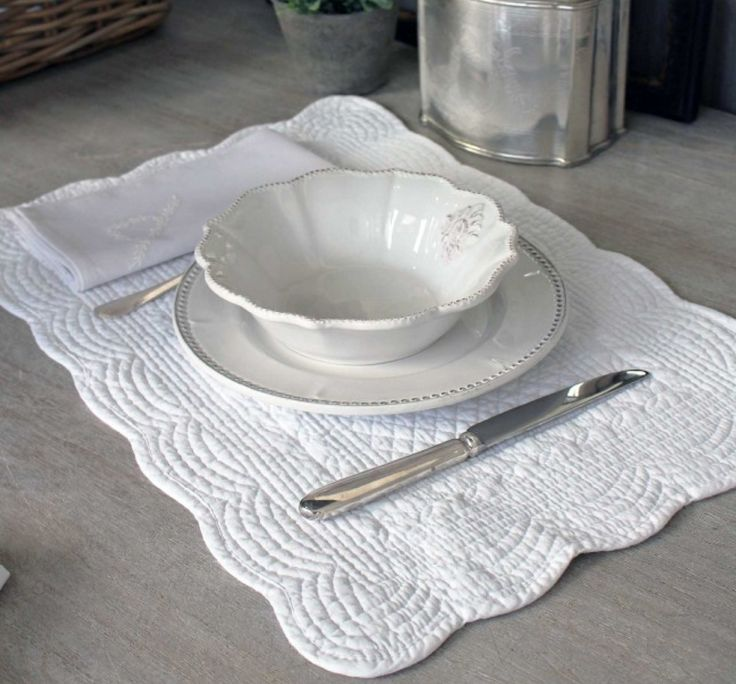 FRENCH INSPIRED QUILTED LINEN TABLEMAT - WHITE – THE HOUSE JAR