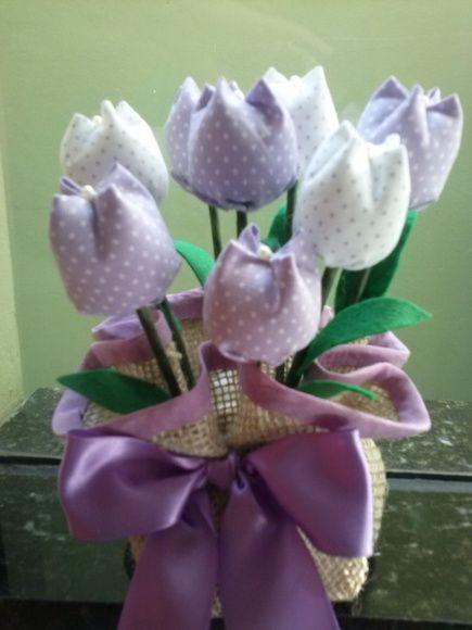Peso de porta. Várias cores e estampas. confeccionado com juta e tulipas de tecido 100% algodão. Feito sob encomenda. Dimensão: Altura: 20 cm Pode também ser adaptado para arranjo de mesa floral. ANTES DE CLICAR EM COMPRAR PRODUTO TIRE TODAS AS SUAS DÚVIDAS NO QUADRO DE COMENTÁRIOS. OBRIGADA! R$ 18,90