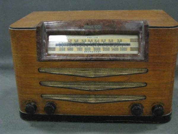 Vintage Philco Police Radio 42-335 Brown