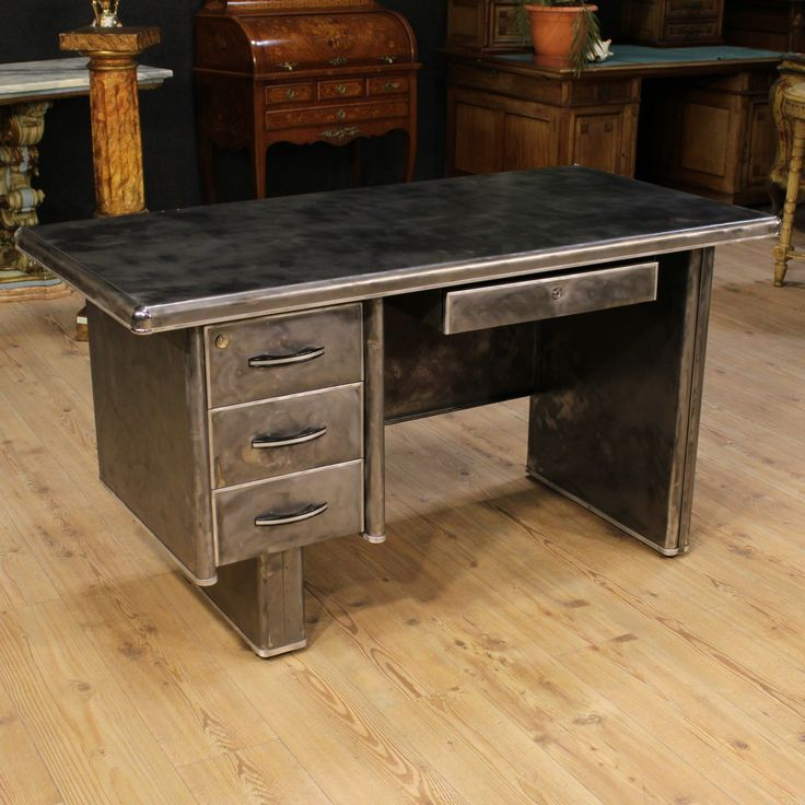 Price: 1100€ Italian desk of the 20th century. Furniture made by metal originally covered in leather. Desk finished from center fitted with four drawers. Top of beautiful fit ideal even for professional use. High proportion desk that can be easily placed into different parts of the house, ideal for a studio. It presents on the lower right side the lack of a decorative metal band. Keys missing, furniture overall in good state of conservation. #antiques #parino Visit our website www.parino.it