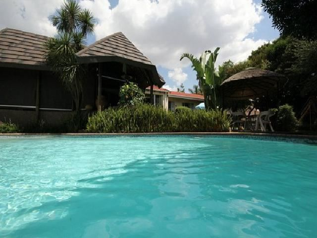 The Kings Lodge - The Kings Lodge is located in the affluent suburb of Northcliff. This lodge is set in a lush garden and has two swimming pools. It is also ideally located close shopping malls, schools and mayor sport ... #weekendgetaways #johannesburg #southafrica