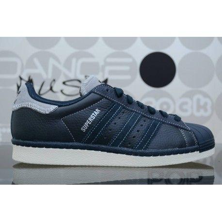 Sneaker Adidas Superstar Varsity 80's Premium navy/blu da uomo, scarpe con un mix di pelle e feltro per un look sportivo. Spedizioni gratuite in 24/48h.