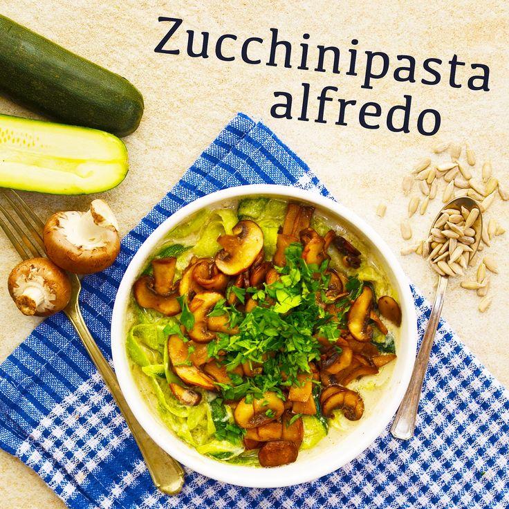 Zucchinipasta alfredo! Receptet finns i meny 28. 😊  www.allaater.se