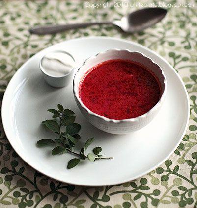 Ulubione zupy, ulubiony barszcz.   White Plate
