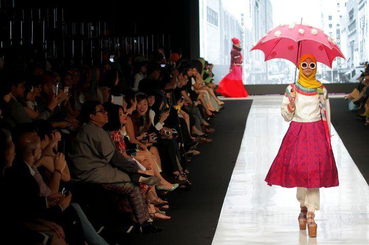Karya Dian Pelangi di Jakarta Fashion Week 2014, Foto 1 - Tribun Images