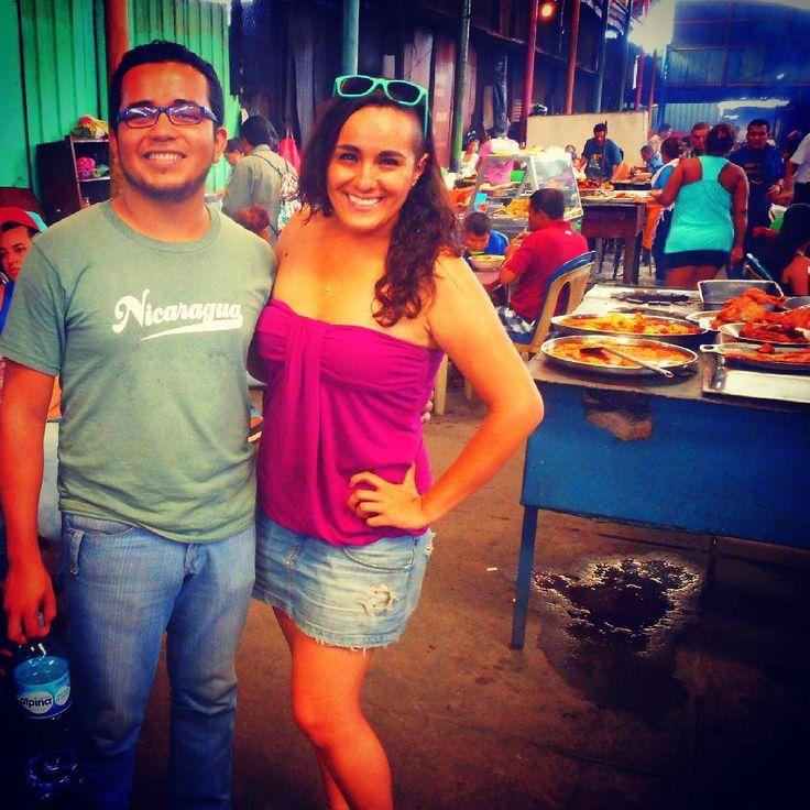 Visita al Mercado para probar riquísimas comidas típicas Nicaraguenses con mi host de Managua Nelson  #nicaragua #managua #mercadooriental #centroamericaneando #centroamerica #foodlover #streetmarketfood #gastronomia #comidalocal #comidatipica #nicaraguense #marketfood #mexicantraveler #viajeras #couchsurfinghosts #couchsurfing by alejaalcantar