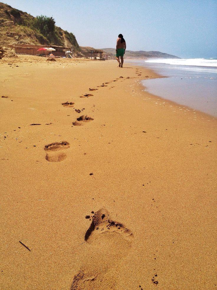huellas en la arena de Assilah..