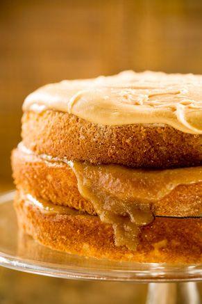 Paula Deen  Bobby's Caramel Cake: Deen Bobby, Cakes Recipes, Bobby Caramel, Caramel Cakes, Peanut Butter Cakes, Bobby Lighter, Paula Deen, Bobby Deen, Lighter Caramel