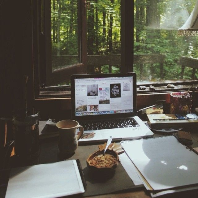 I wish I could work like that. That view is relaxing and it inspirates me. That's my dream workplace