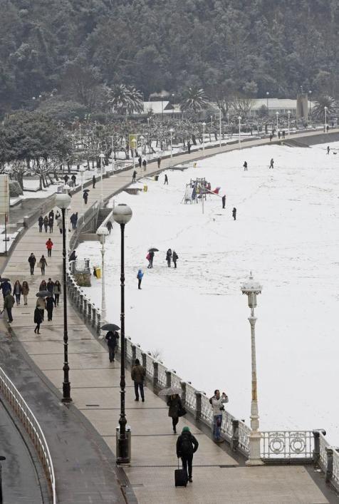Donostia bajo la nieve Spain