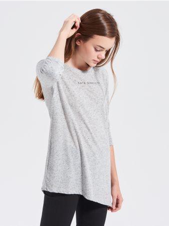 SINSAY - Dzianinowa bluzka z napisem <br><br>Wzrost modelki: 176 cm<br>Rozmiar produktu: S