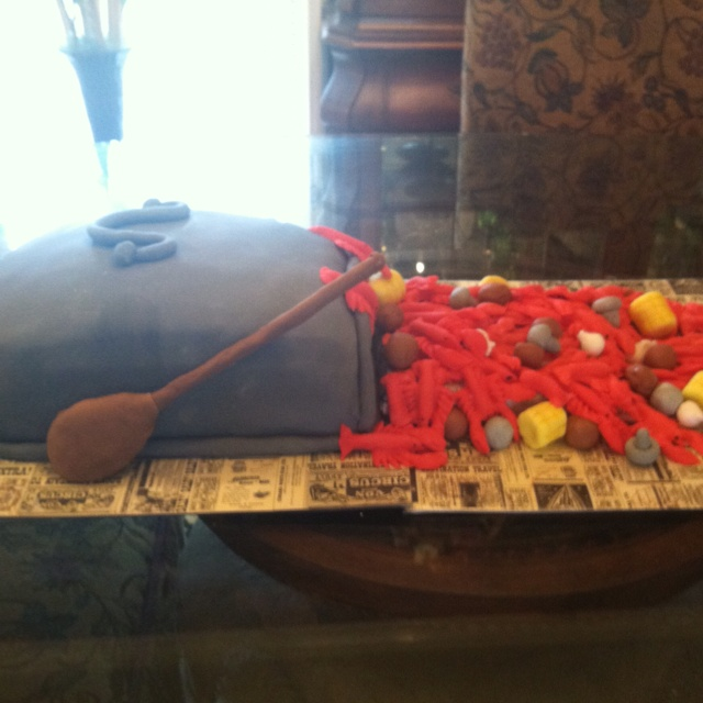 Crawfish boil cake - wow - someone has a LOT of time on their hands!