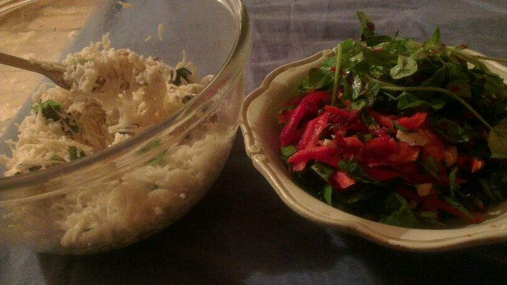 Gluten-free Japanese ramen with brown rice noodles, garlic, spring onions, grated root ginger, king oyster mushrooms, nori flakes and a salad of spinach, red pepper, grated beet, walnuts and pea shoots