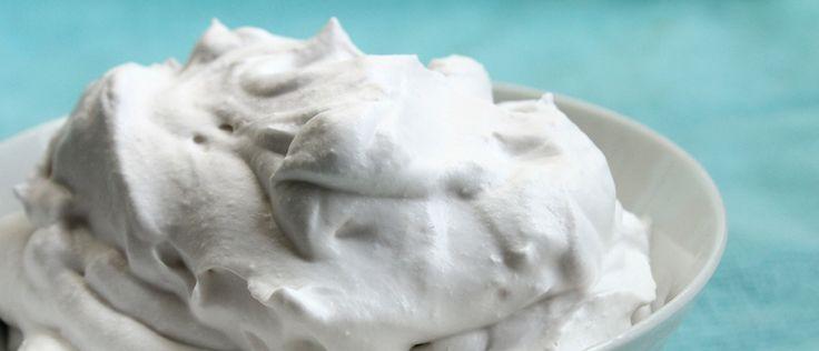 Creme de leite caseiro light com poucas calorias. Veja a receita: http://luciliadiniz.com/creme-de-leite-light-e-caseiro/
