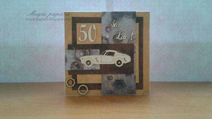 Kartka przygotowana dla mężczyzny z okazji 50-tych urodzin. Ozdobiona została papierami Paperpassion – Beige Colection oraz Studio Light – Industrial. W głównym miejscu umieszczono tekturowy samochód.