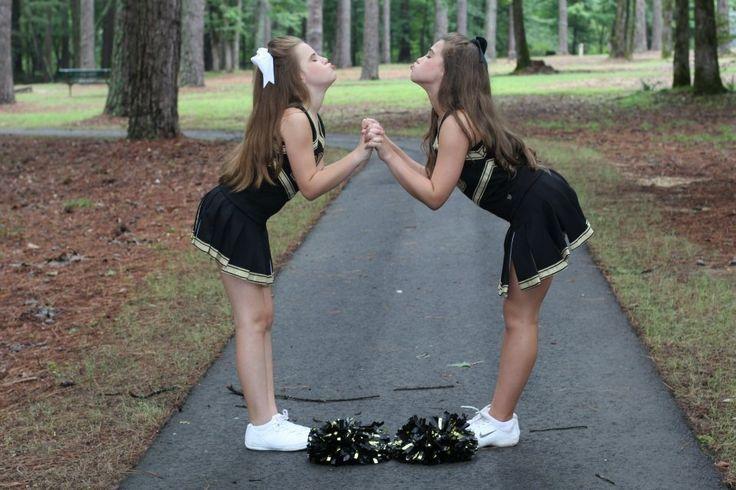 Best friends and cheerleaders - cheer pictures #kimkayekingphotography http://www.facebook.com/kimkayekingphotography