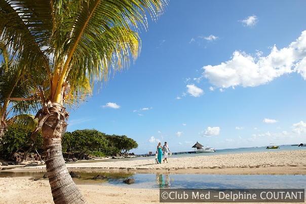 Ile Maurice - La Plantation d'Albion Club Med - une longue plage de sable blanc corallien.