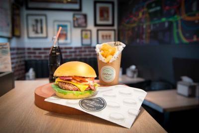 231 East Street une nouvelle adresse de burgers dans le 8ème 6 Rue de Ponthieu 75008 Paris 8  12 euros (Bruger + frites + boisson)