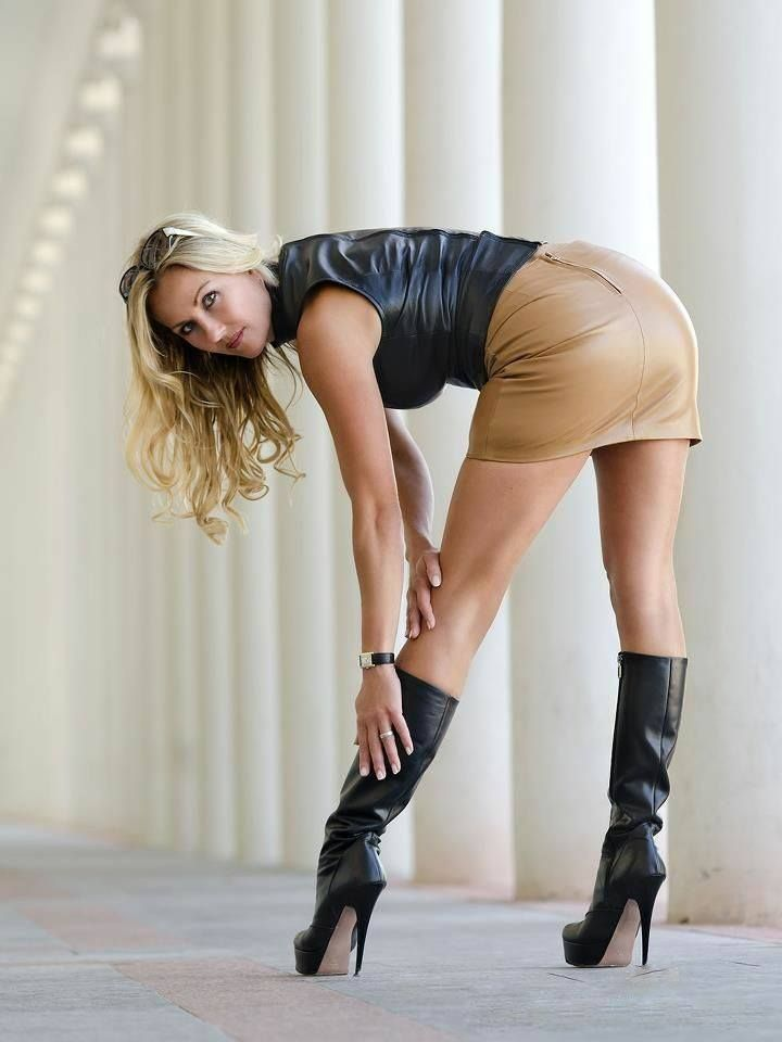 Women Wearing Sexy Boots 119