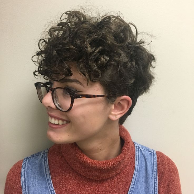The 494 Best Wedge Hairstyles Curly Images On Pinterest Short