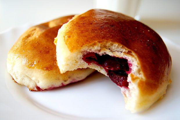 Дрожжевые пирожки с вишней. https://www.go-cook.ru/drozhzhevye-pirozhki-s-vishnej/  Порой трудно представить себе домашний стол в выходной день, без какого-нибудь по — настоящему домашнего угощения. Пирожки с вишней — как раз одно из таких блюд. И хотя это достаточно кропотливое дело, конечный результат того стоит Рецепт дрожжевых пирожков с вишней Время подготовки: 20 минут Время приготовления: 2 часа Общее время: 2 часа 20 минут … Читать далее Дрожжевые пирожки с вишней.