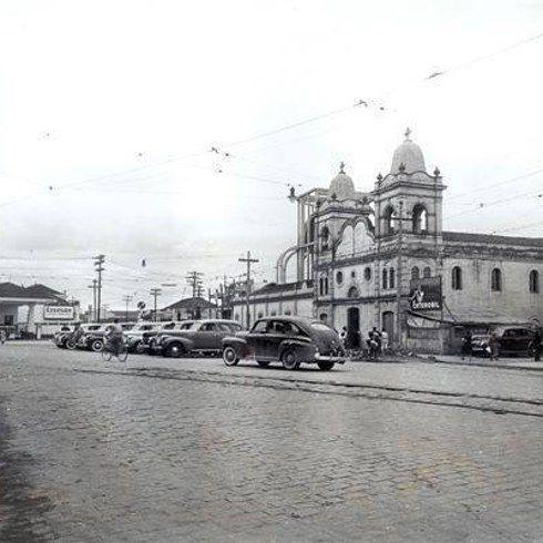 O largo dos Pinheiros em 1940 — bem diferente do cenário de hoje em dia.   23 fotos que revelam São Paulo como você nunca viu