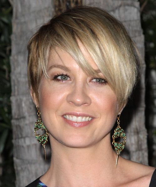 pixie haircut for thick hair square faces | The layers of different lengths look stylish in this short haircut.