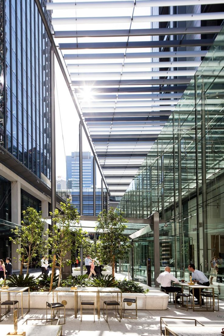 Collectively the towers provide 300,000 square metres of office space for 23,000 workers. Each of the 2,500-square-metre floorplates is designed to give tenants the flexibility to create individual offices. Occupants include the site's developer Lendlease, Gilbert + Tobin lawyers, HSBC bank and auditor KPMG.