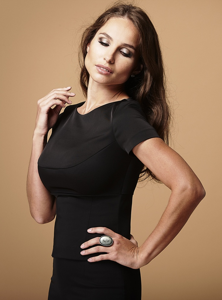Cayenne Top In Black Perfect Clothes For Big Busted