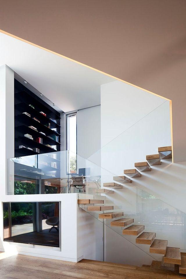 escalier flottant bois verre transparent