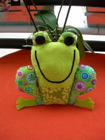 Une grenouille à coudre par Amy Schimler - LA BESTIOLE A ROULETTES !