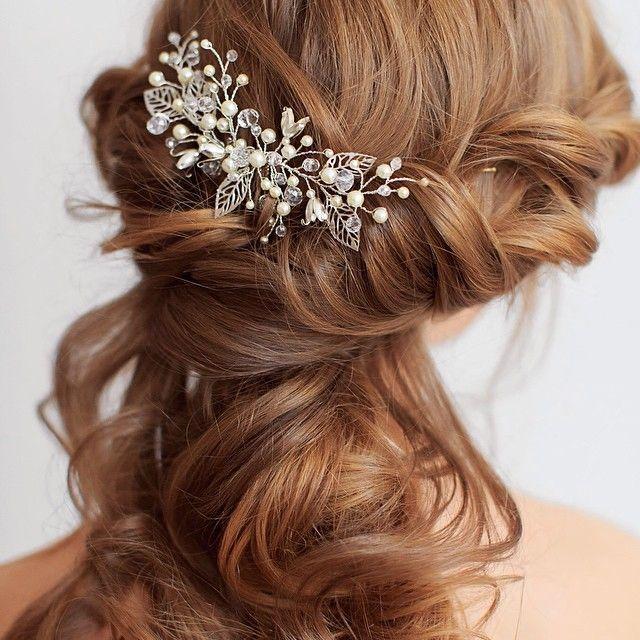 Photo @krombergerveronika Hair @weddingstylist #comb #olgadelice