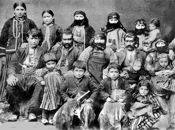 Elazığ, Harput'un Morenik köyünden Deraduryan ailesi, 1890.
