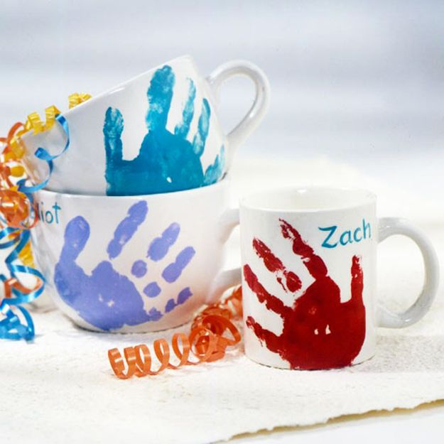 Hand Print Crafts for Kids: Hand Print Mugs | Creative DIY Mother's Day Gift Ideas from Children by DIY Ready at http://diyready.com/diy-gifts-mothers-day-ideas/