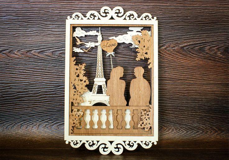 Деревянная объемная картина большого размера «Любовь в Париже» состоит из нескольких резных слоев. Выполнена из качественной березовой фанеры с использованием лазерной технологии. Окрашена морилкой в коричневый цвет. Размер картины 36,5*23 см. На фоне Эйфелевой башни гуляет молодая влюбленная пара. В руках у девушки воздушный шарик с выгравированной надписью Love, который украшен маленьким текстильным бантиком. Картина внесет нотку романтизма в ваш интерьер и будет радовать глаз…