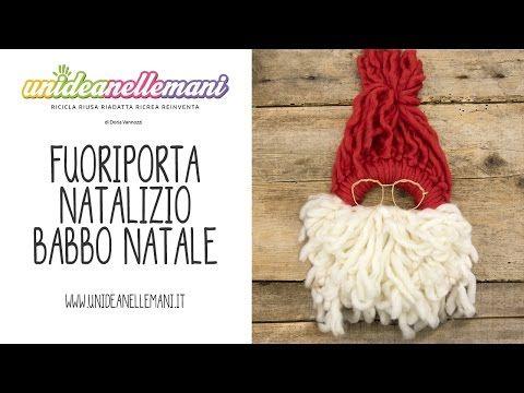 Video tutorial per fare una bella ghirlanda natalizia fai da te in lana da mettere fuori porta come decorazione di Natale. Facile e veloce da fare. http://ww...