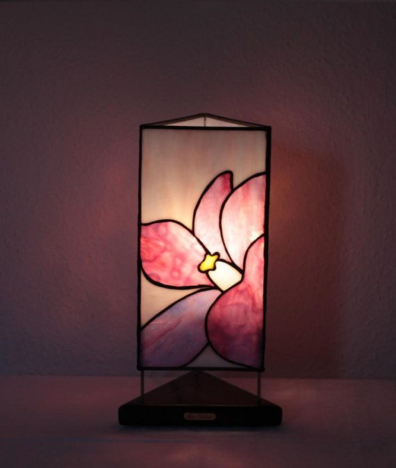 """Our stained glass tiffany style table lamp: """"Felicity"""" www.mana-glaskunst.de"""