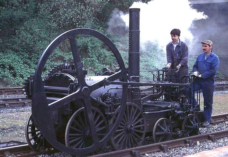 La locomotive de Trevithick  Royaume-Uni, 1804. La première locomotive à vapeur, elle remorque 10 tonnes à 4 km/h.