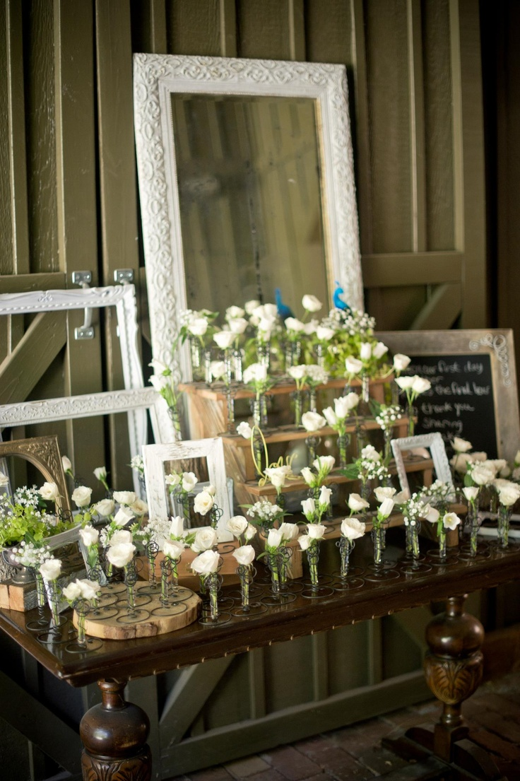 Love the empty frames classy country elegant wedding for Classy wedding table decorations