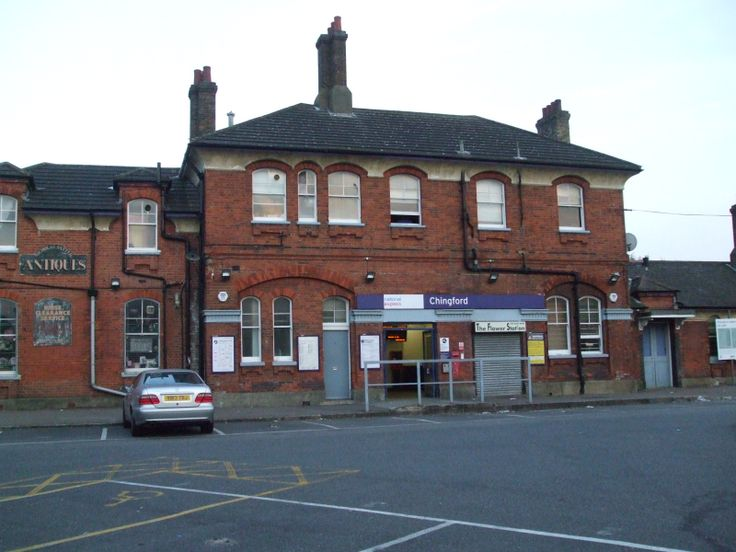 Chingford_station_building.JPG 1,600×1,200 pixels