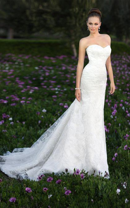 Beautiful vintage trumpet wedding dress by Essense of Australia. (Style D1181)