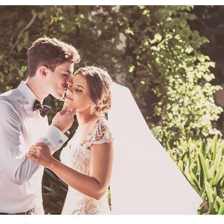 Sweet Kisses..... @rosezurzolocouture  #justmarried #realbride #custommade #love #coutureweddingdress #bridestyle #couturebridal #weddinginspo #rosezurzolo #rosezurzolocouture #madeinmelbourne #designerbridal http://gelinshop.com/ipost/1515753649240993908/?code=BUJCenGAvB0