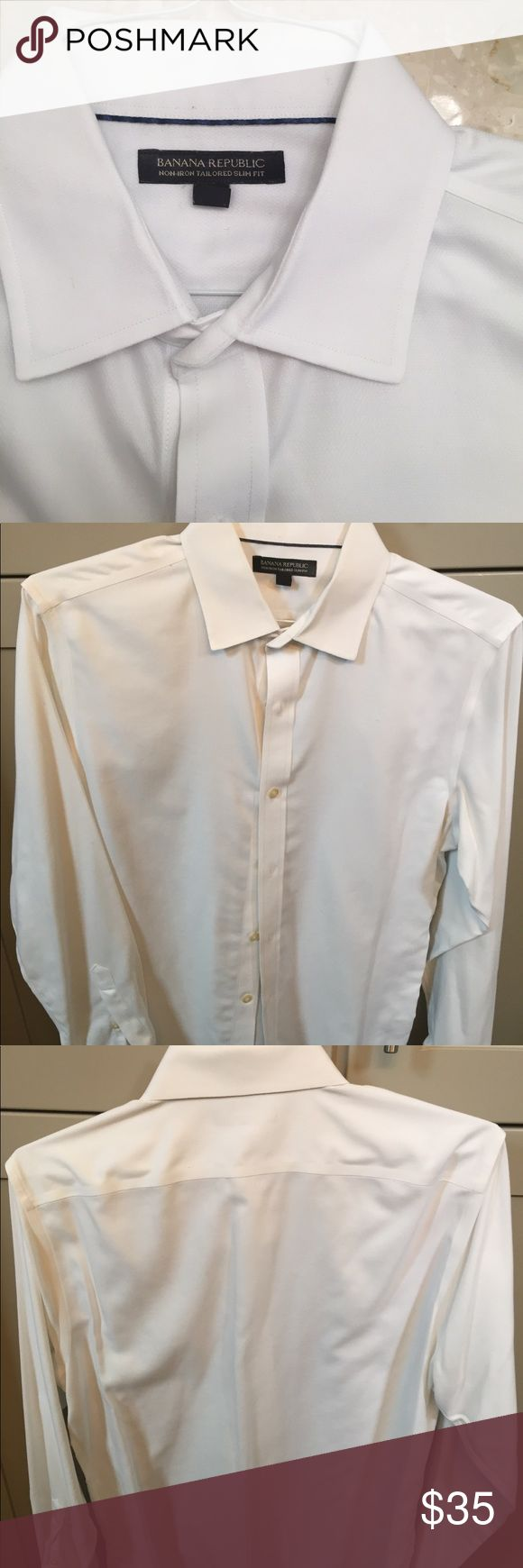Banana Republic Slim Fit Dress Shirt Banana Republic Non-Iron Tailored Slim Fit Shirt Men's Dress Shirt.  Like new, barely worn. Size Medium Banana Republic Shirts Dress Shirts