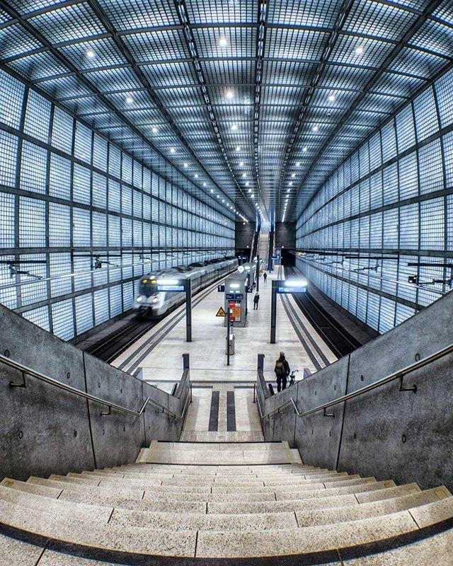 When the train station smiles. . . . . . #neverstopexploring #longexposure_shots #agameoftones #night_shooterz #ig_masterpiece #aukeylens #magicpict #ig_nightphotography #astrophotography #splendid_xposure #longexpoelite #monumenttothebattleofthenations #icu_architecture #s8plus #creative_architecture #arkiromantix #tv_architectural #archimasters #excellent_structure #arquitecturamx #diagonal_symmetry #lookingup_architecture #unlimitedcities #ig_deutschland #foolhardyphotography…