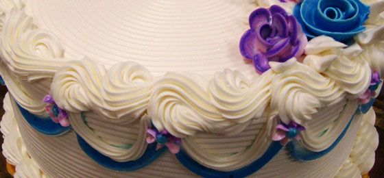 Cake piping is a daunting task in the cake decorating world, but don't worry in this post I teach you how to improve your cake piping techniques.