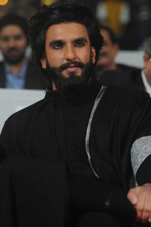 Ranveer sported a glorious beard to compliment his kohl-rimmed eyes. This is also going to be his look as antagonist and historically verified Class A douche, Alauddin Khilji in Sanjay Leela Bhansali's Padmavati.