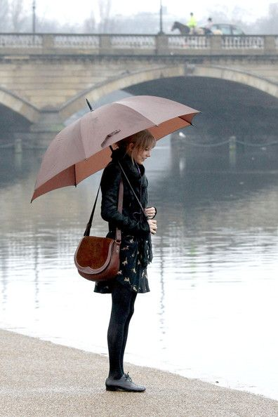 Taylor Swift rainy day black leather jacket with maching brown leather bag and umbrella