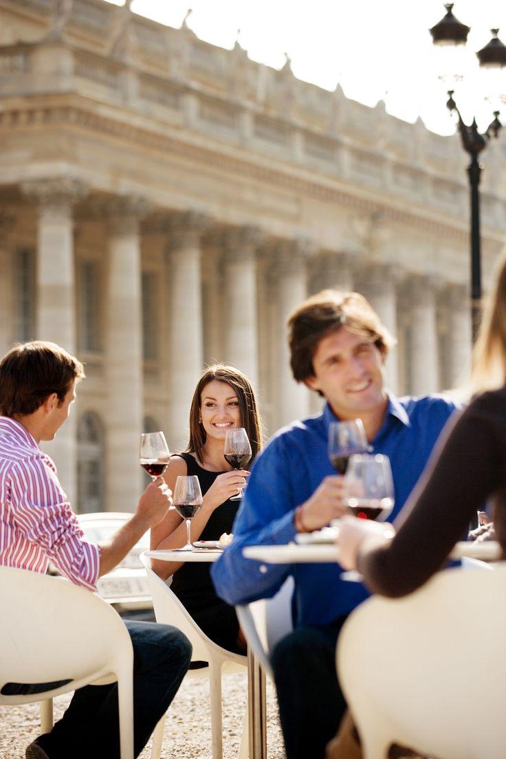 Bordeaux-Wein im Café