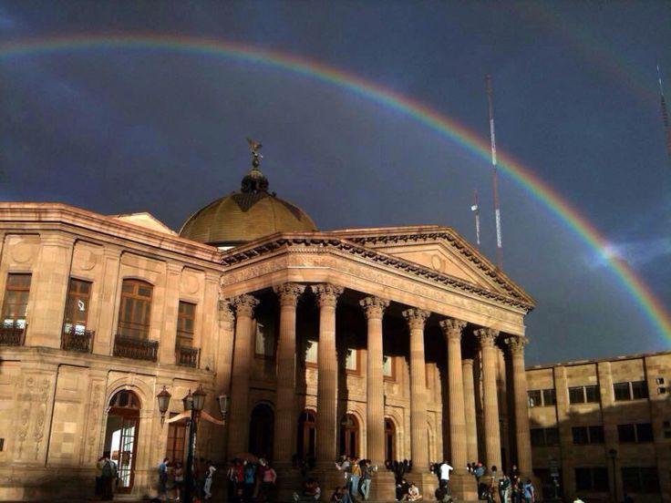 El #Teatro de la Paz enmarcado por el #Arcoíris un día de #lluvias en #SanLuisPotosi #México. conocesanluis.com